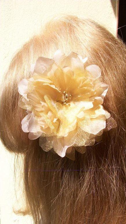 par blond deschis vopsit cu Henna Mandala Blond