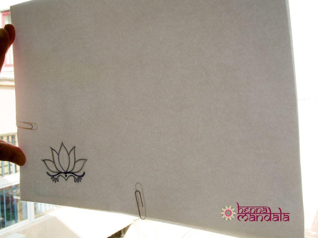 contur pe geam desen tatuaj cu henna