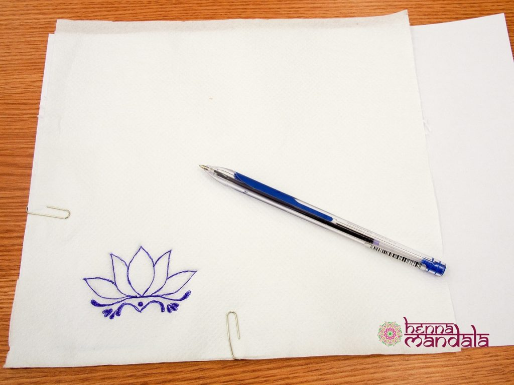 contur pe servetel desen tatuaj cu henna